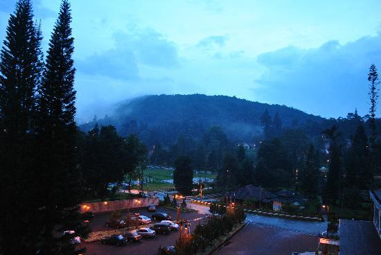 Tanah Rata, Malezja: view from balcony - nightfall
