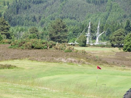 Fort Augustus Golf Club: 9th green looking towards Caledonian Canal