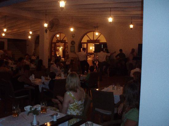 Valtos Beach & Gogozotos Residence: Greek night
