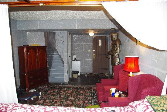 Bedroom Doorway Picture Of Red Carpet Inn Fantasuites