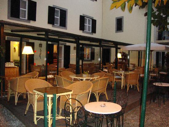 فيلا فيسينسيا: breakfast area in the evening