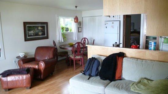 Alaska Beach Cabin-Boat House: Wohnzimmer