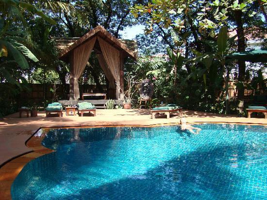 Angkor Village Hotel: Pool area