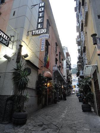 Hotel Toledo : On the street