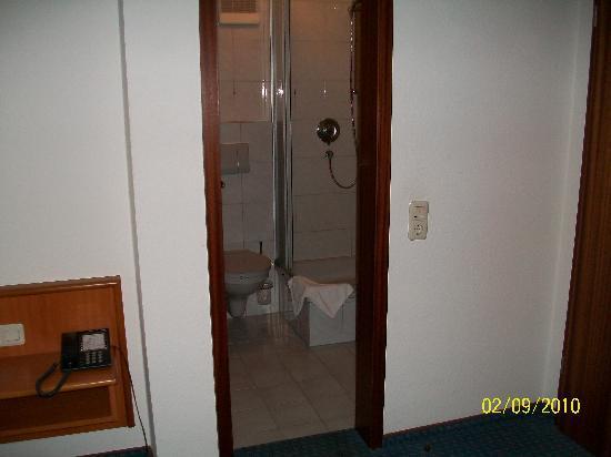 City Hotel Mark Michelstadt: the bathroom