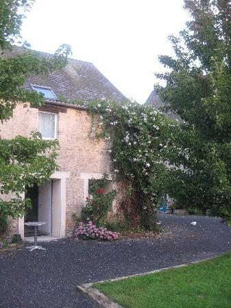 Grandcamp-Maisy, France : Guest House-main house to the right
