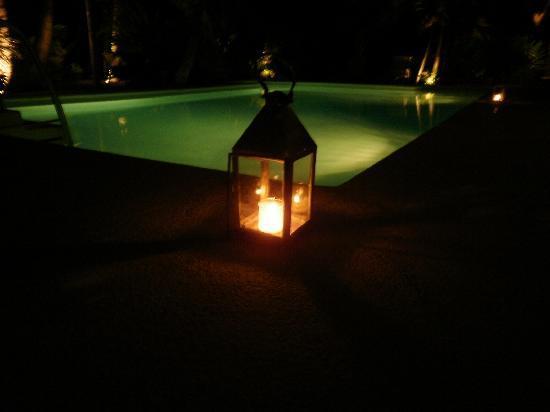 Hotel Jashita: pool @ night