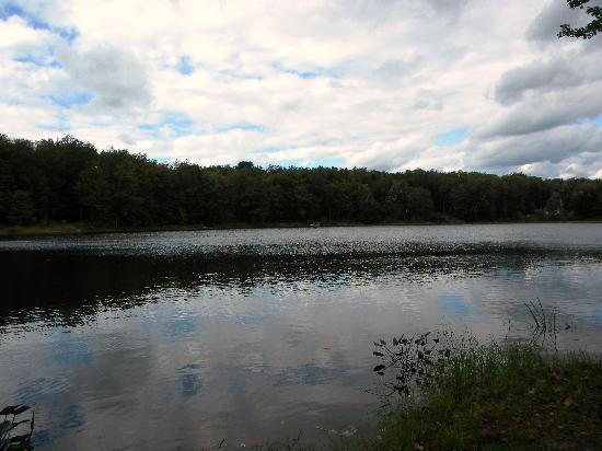 Ponderosa Pines Campgrounds: Beautiful lake
