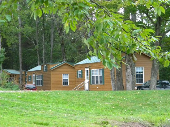 Ponderosa Pines Campgrounds: New lakeside cabins