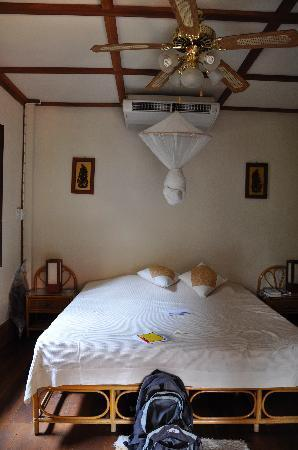 Auberge Sala Inpeng (Mekong Riverside Inn): bungalow feeling in the heart of Vientiane