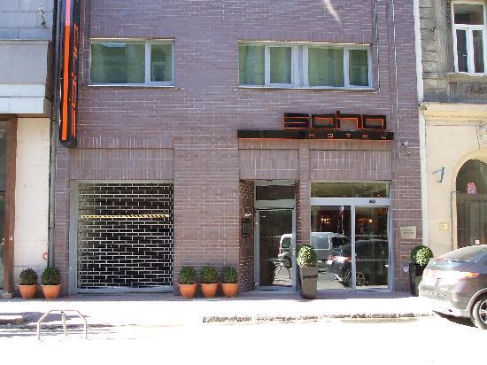 Soho Boutique Hotel: Front door
