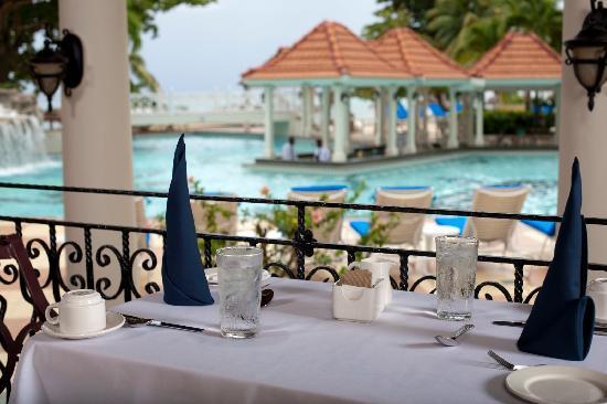 Jewel Dunn's River Beach Resort & Spa, Ocho Rios,Curio Collection by Hilton : Coral Cafe Restaurant