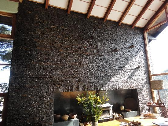 Santiago Hillside Hotel: Amazing fireplace to welcome you