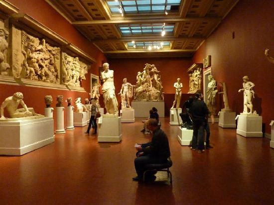 Musée des beaux-arts Pouchkine : Room of plaster casts including Venus