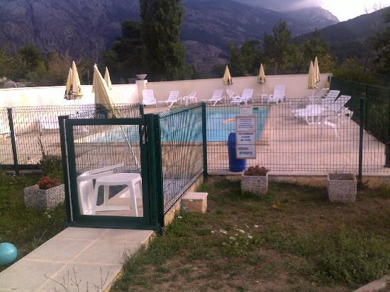 Hotel Restaurant Scopa Rossa : piscine du bon accueil