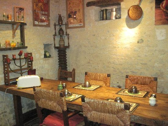 Logis Les Remparts -  Bed and Breakfast: a medieval breakfast room
