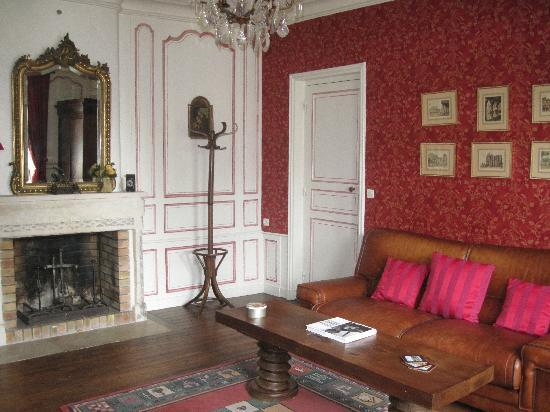 Logis Les Remparts -  Bed and Breakfast: the living room