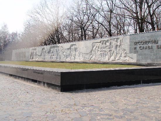 Great War Memorial: memorial wall