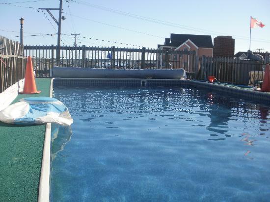 Hampton Harbor Motel: the rooftop pool