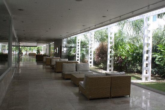 Hotel Kristoff: lounge by lobby