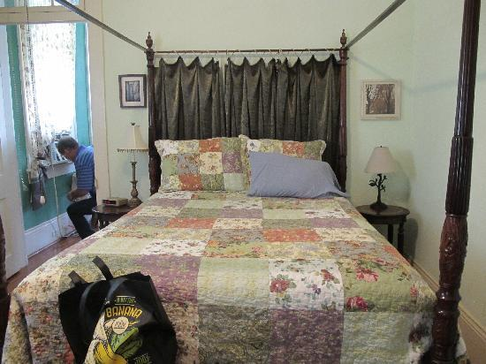 Garden District B&B: Bed room