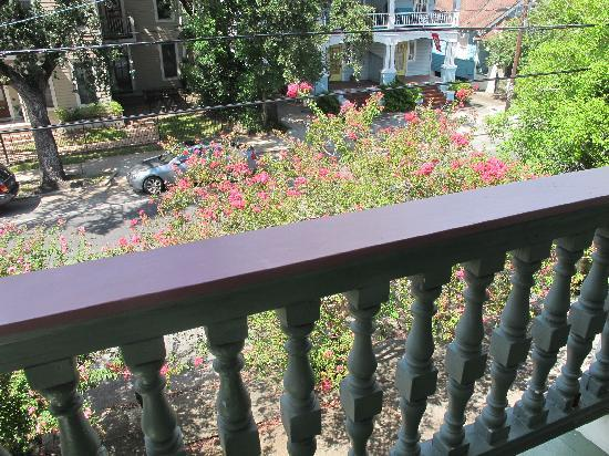 Garden District B&B: balcony