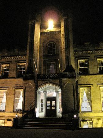 Airth Castle & Hotel: Airth Castle Hotel at night