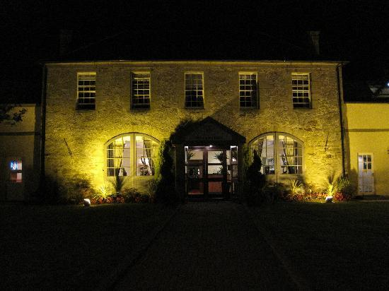 Airth Castle & Hotel: Entry to reception and Restaurant