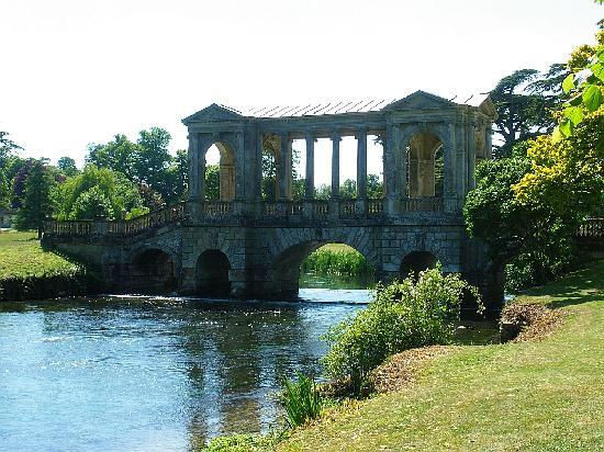Websters Bed and Breakfast: palladian bridge at Wilton House
