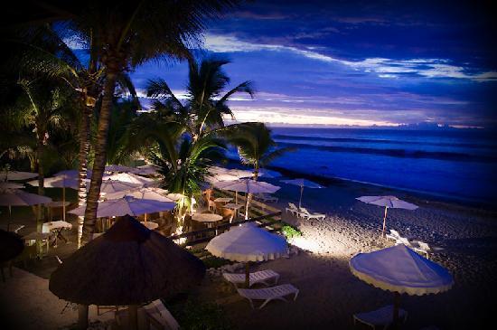 Le Saint Alexis Hotel & Spa: Vue depuis la table du restaurant, le soir