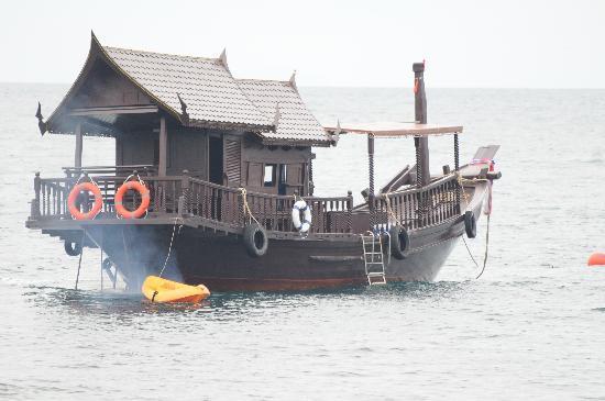Jamahkiri Resort & Spa : jonque thalandaise de l'hotel pour faire le tour de l'ile