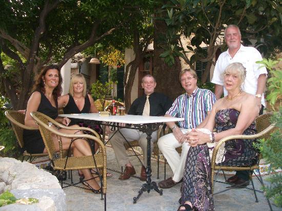 Hostal Villa Verde: Enjoying the Terrace