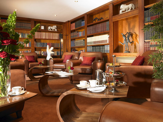 Inchydoney Island Lodge & Spa: The Library
