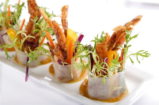 Ayuthaiya: Por Pia Poo Nim, baby soft shell crab rice paper roll with ripe mango, ginger root & Thai herbs