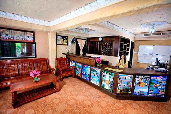 Rich Resort Beachside Hotel: Reception Lobby