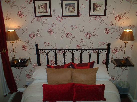 The Edenfield Guest House: Double en-suite room 1