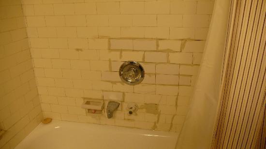 Bathroom Tile Repair substandard bathroom tile repair - picture of tollgate hill inn