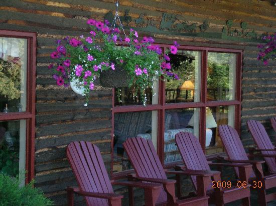 Deer Valley Ranch: the lodge deck
