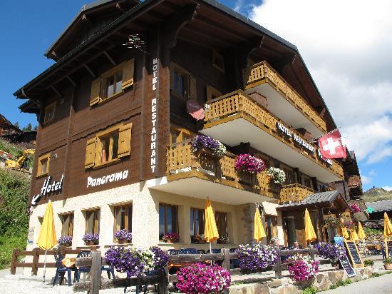 Hotel Restaurant Panorama: Blumengeschmücktes Hotel
