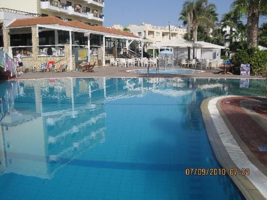 Anastasia Beach Hotel: JAMEATERS POOL