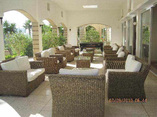 Anastasia Beach Hotel: SITTING AREA