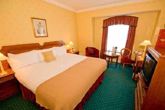 Grafton Capital Hotel: Double Bedroom