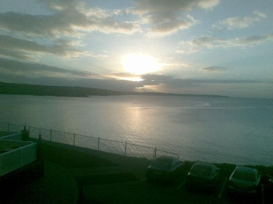 Dunmore House Hotel: Dawn from bedroom 203