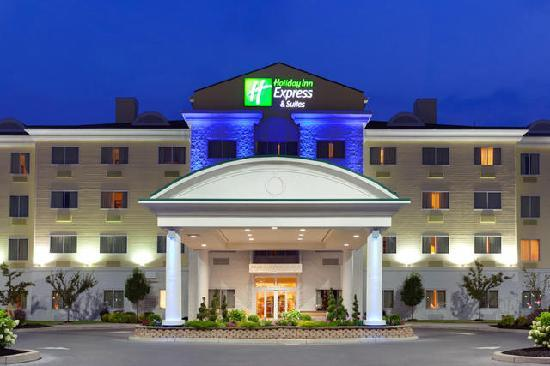 Holiday Inn Express Hotel & Suites Watertown-Thousand Islands: Hotel Exterior Twilight