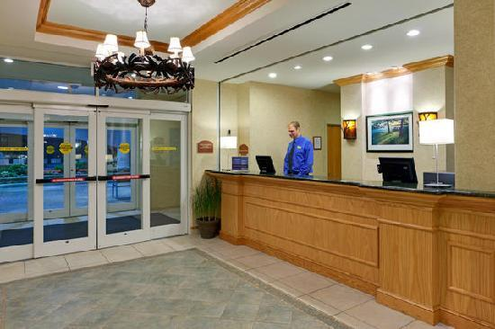 Holiday Inn Express Hotel & Suites Watertown-Thousand Islands: Guest Reception
