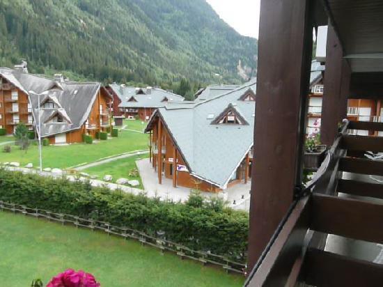La Chemenaz Hotel : vue de la chambre ( derrière l'hôtel )