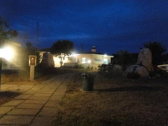 Hostal de l'Alguer: by night