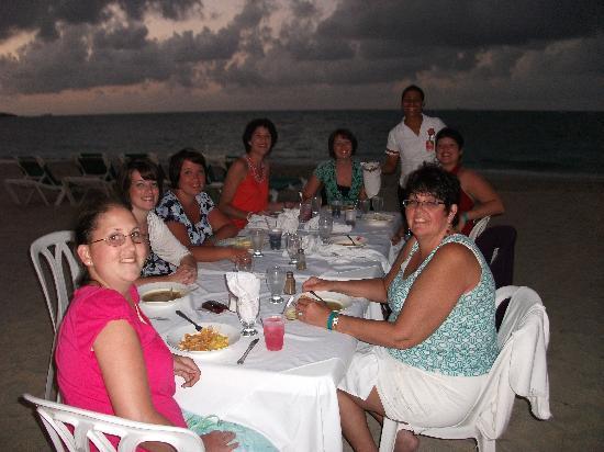 Hotel Beach House Playa Dorada : Dinner on the beach.  That was an amazing experience.