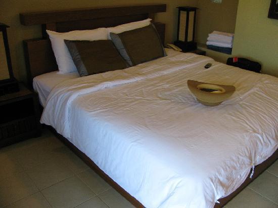 Poppa Palace Hotel Phuket: bed