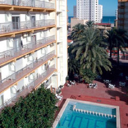 Hotel Safari: Fachada y piscina
